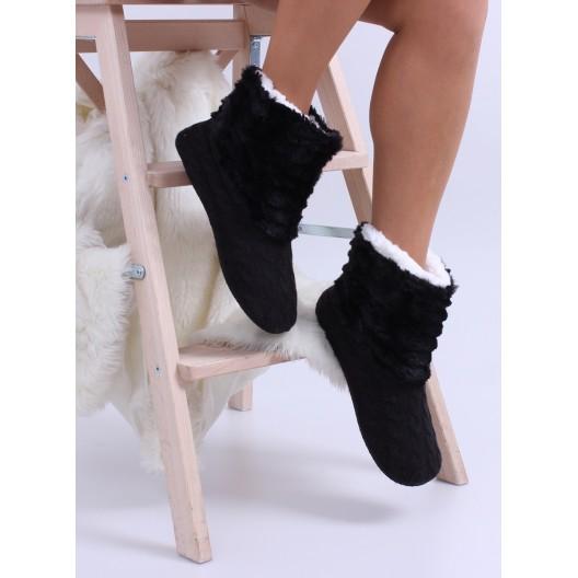 Zateplené dámske papuče v čiernej farbe