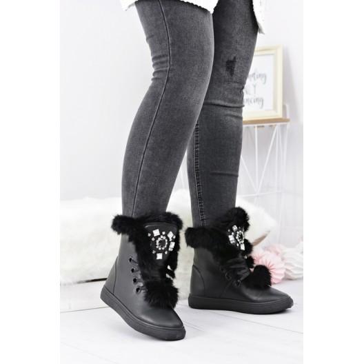 Módna dámska zimná obuv v čiernej farbe