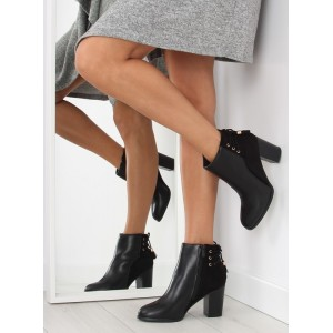 Čierne dámske členkové topánky so šnúrkami