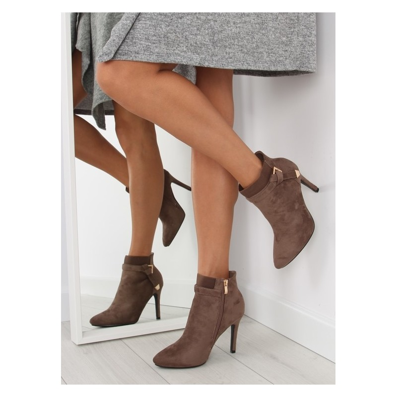 2aac370e6d9e Predchádzajúci. Hnedé dámske členkové topánky na vysokom podpätku ...