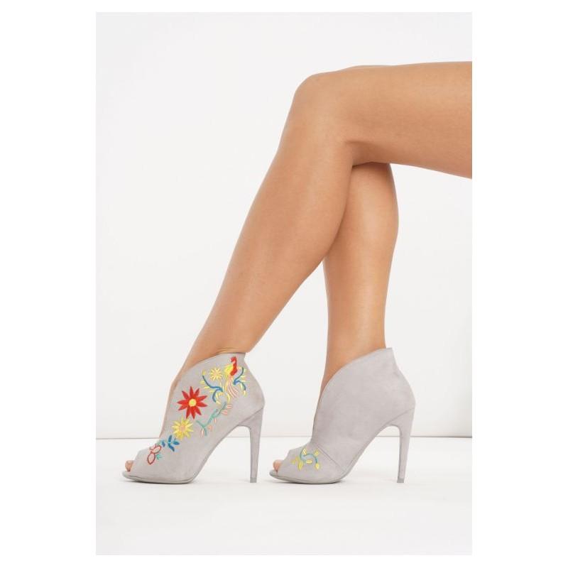 de27b3a11cdb Predchádzajúci. Sivé dámske topánky na vysokom podpätku ...