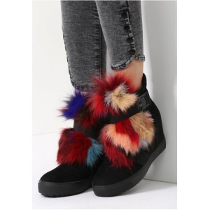 Dámske členkové topánky s chlpatými brmbolcami