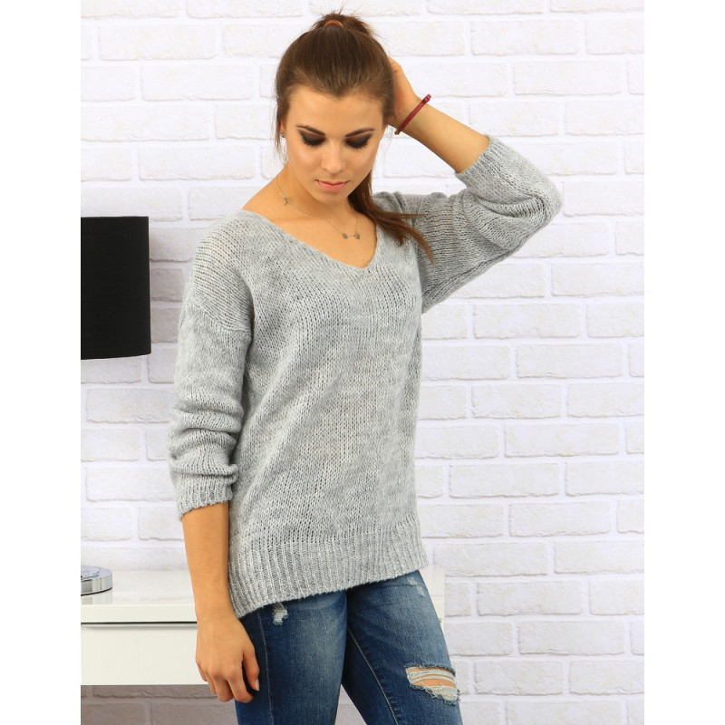 5868508579b8 Svetlo sivý jednoduchý dámsky pletený sveter s viazaním na chrbte ...