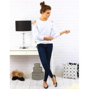 Elegantný biely sveter pre dámy s odhalenými ramenami