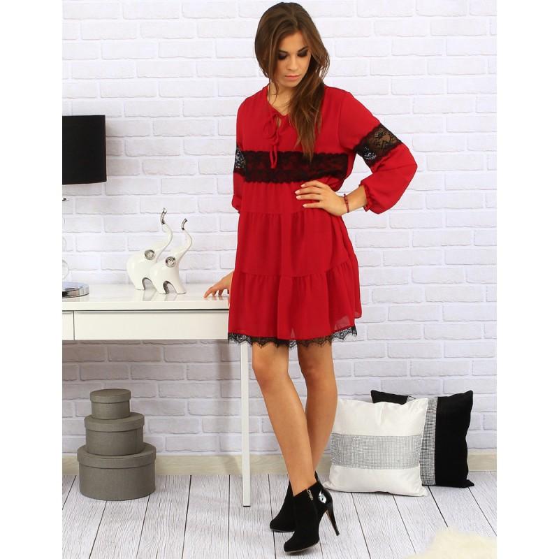 fc31daf390c5 Elegantné dámske šaty nad kolená v červenej farbe s čiernou čipkou a ...