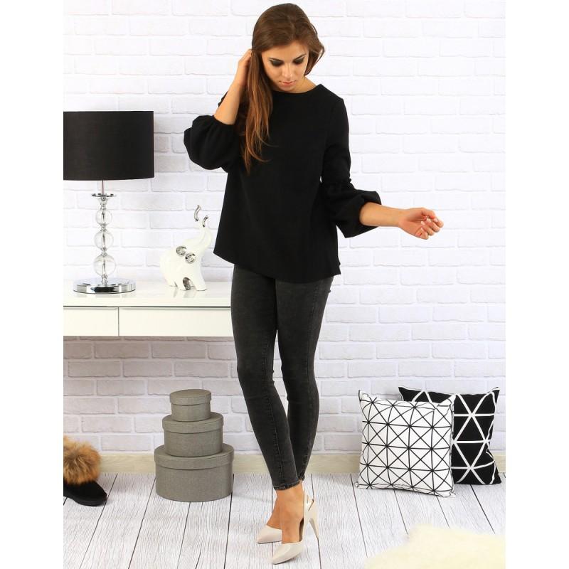 e83da97ec Elegantný dámsky svetrík v čiernej farbe s rozšírenými rukávmi ...