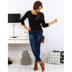 Čierny dámsky sveter s ozdobnými striebornými flitrami okolo krku