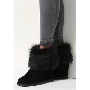 Dámska zimná obuv v čiernej farbe s kožušinou