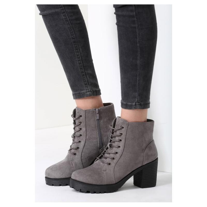 0f29d2056714 Predchádzajúci. Nízke dámske topánky na vysokom hrubom podpätku so  šnurovaním a čiernou podrážkou ...