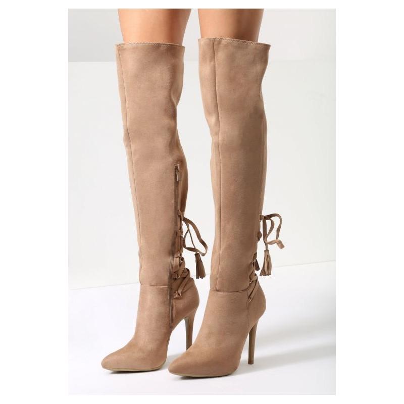 03c0417499814 Béžové dámske vysoké čižmy nad kolená na vysokom podpätku s ozdobným ...