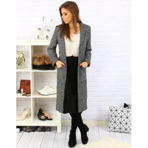 Dlhý dámsky károvaný kabát s vreckami čiernej farby