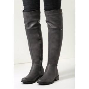Damske tmavo sive kozene cizmy na nizkom podpatku s ciernou podrazkou