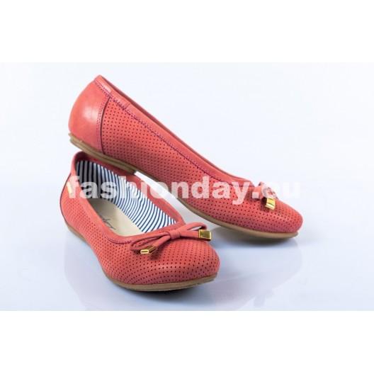 Dámske kožené balerínky červené dierkované DT244