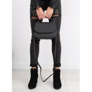 Jednoduchá čierna dámska crossbody kabelka s retiazkovým ramienkom