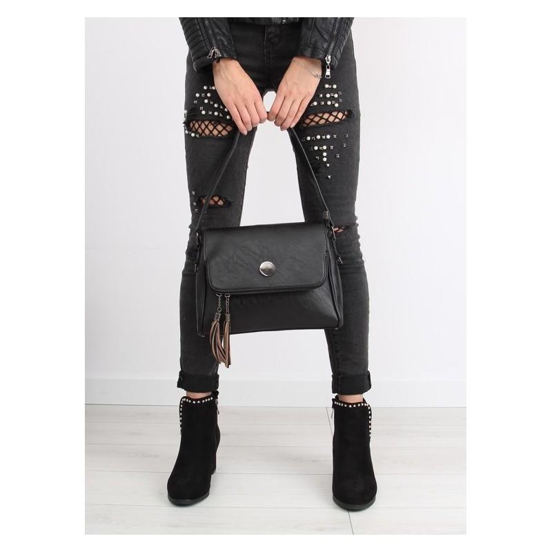 984c643144 Predchádzajúci. Elegantná dámska crossbody kabelka čiernej farby so  strapcami ...