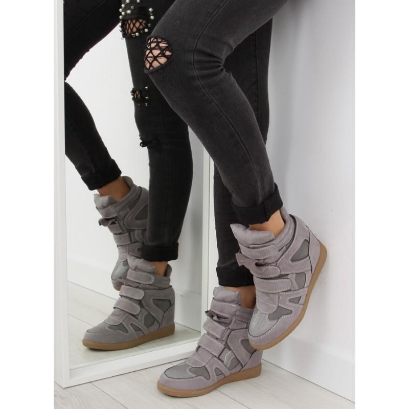 925b3a15de7a2 Predchádzajúci. Semišové dámske členkové topánky na suchý zips ...