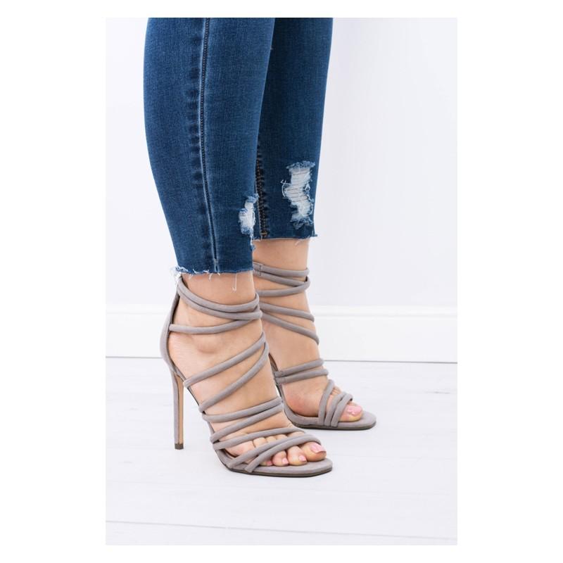 b1e150431ecd Predchádzajúci. Elegantné dámske sandále sivej farby na vysokom podpätku ...