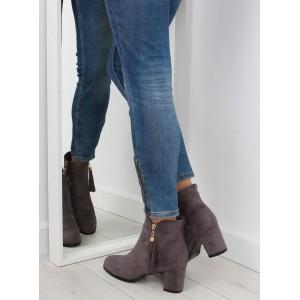 Dámske členkové topánky na podpätku v sivej farbe