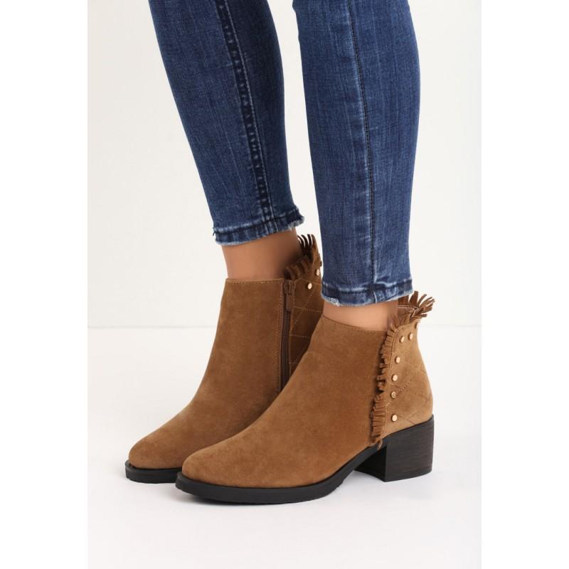 ee68211c2d95 Hnedé dámske topánky so strapcami a kamienkami na nízkom podpätku ...