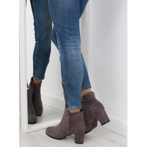 Jednoduché dámske topánky na podpätku sivej farby