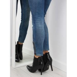 Dámske čierne vysoké topánky s lesklým povrchom