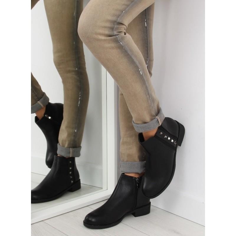 Predchádzajúci. Dámske členkové topánky čiernej farby s nízkym podpätkom a  vybíjaním ... c61542d1b4e