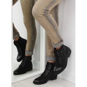 Moderné dámske členkové topánky čiernej farby so šnúrkami a prackou