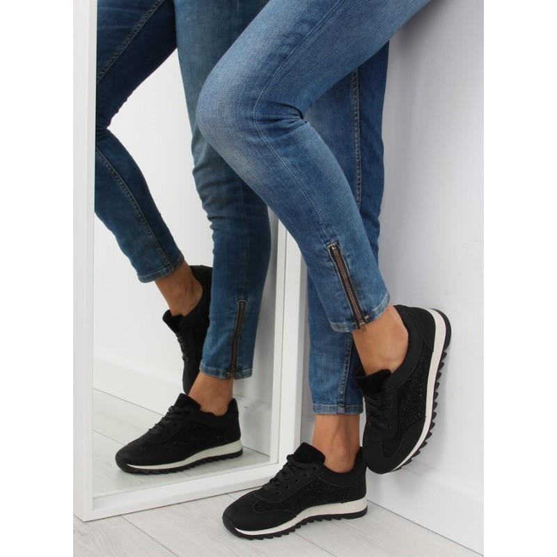 Moderné dámske čierne športové topánky s čierno bielou podrážkou ... 24f088c8380