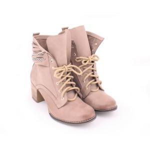 Dámske kožené topánky béžovej farby na podpätku s viazaním