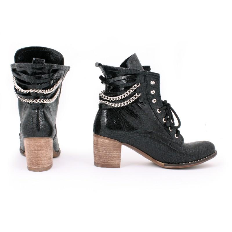 Dámske kožené topánky s retiazkou čiernej farby na vysokom podpätku ... a1f8f7bc43c