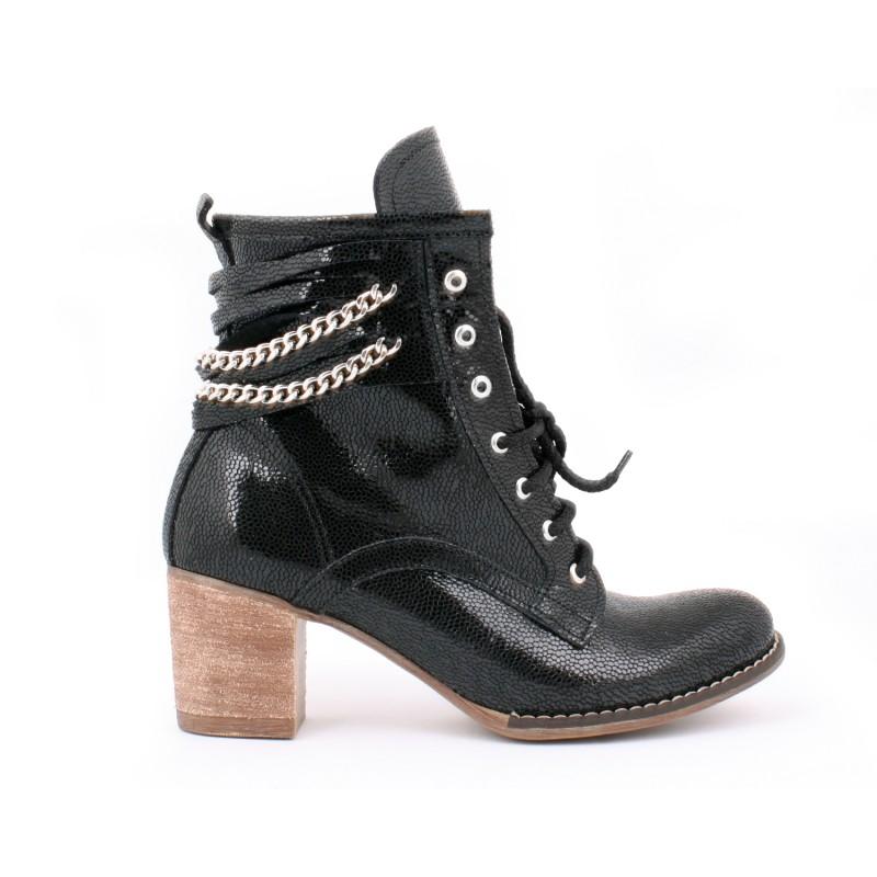 ... farby na vysokom podpätku · Dámske kožené topánky s retiazkou čiernej  ... 66b72e2e5cc