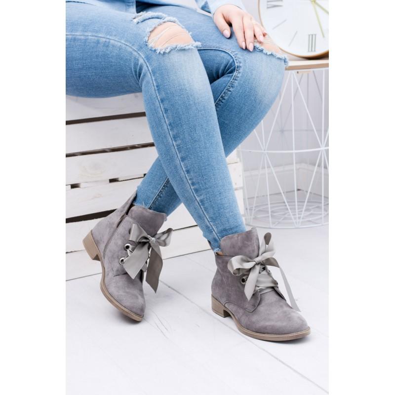 943130ea2414 Pohodlné dámske členkové topánky s mašľou v sivej farbe - fashionday.eu