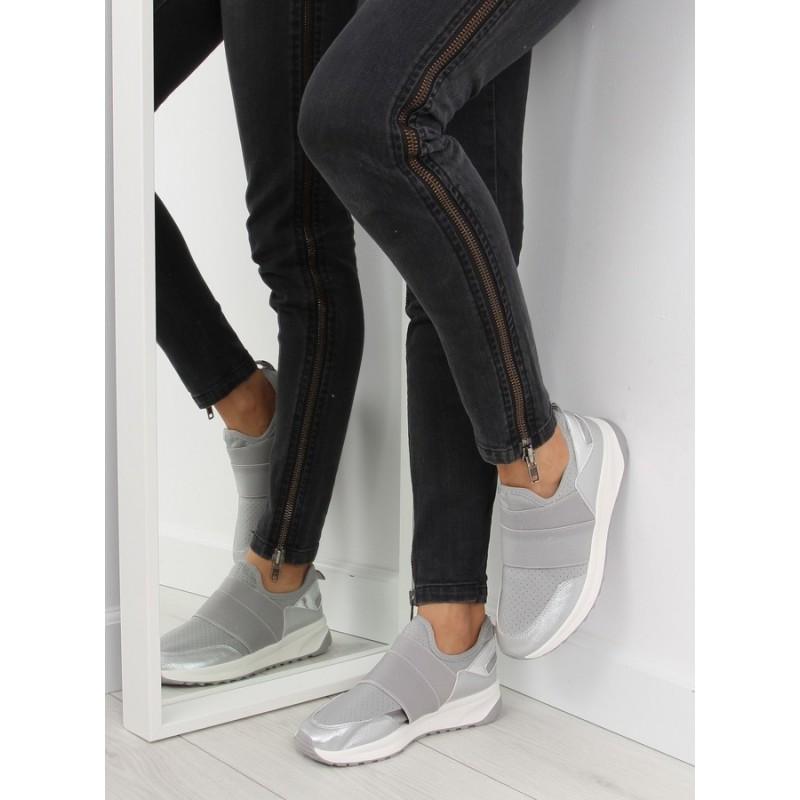 Pohodlná dámska športová obuv sivej farby s bielou podrážkou a gumou ... 6a6a6edecdf