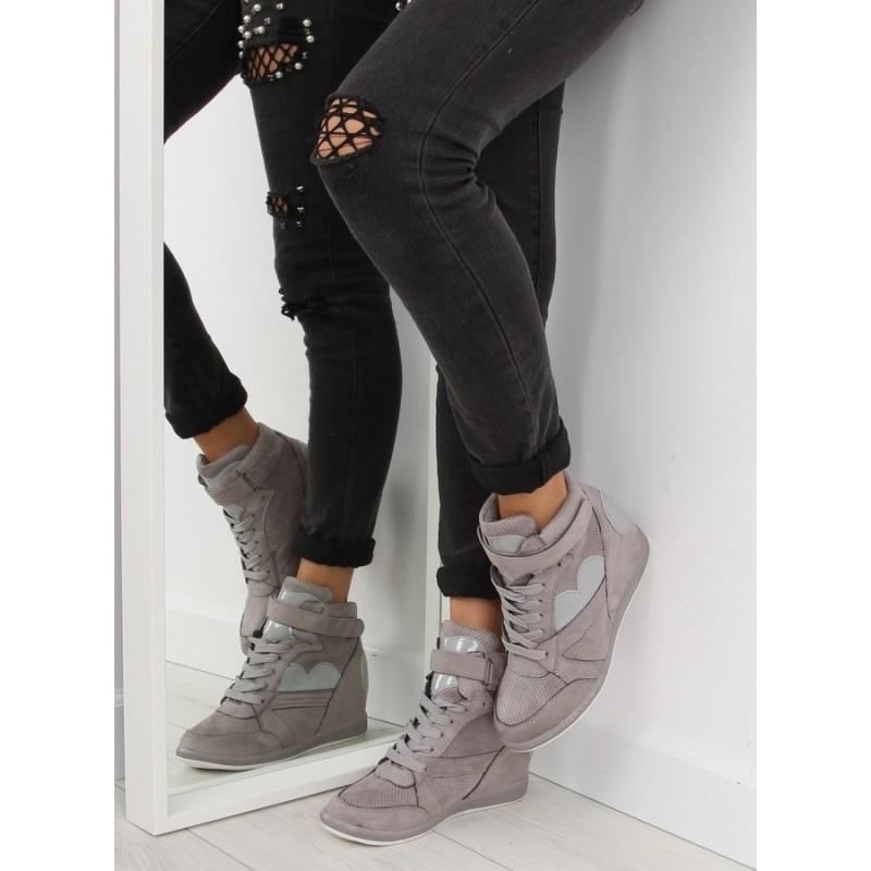 0bb9de9d2a Športové sivé dámske členkové topánky na plnom podpätku so šnúrkami ...