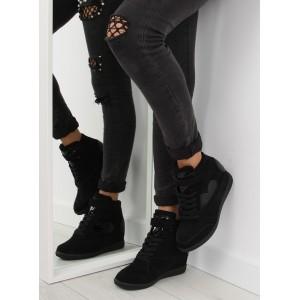 Semišové dámske členkové topánky čiernej farby s plným podpätkom