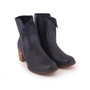 Moderné dámske kožené topánky na opätku na zips tmavomodrej farby