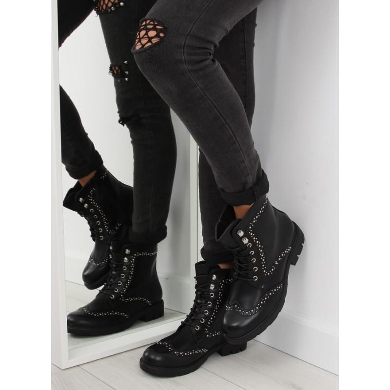 b33948adeed6 Moderné čierne dámske topánky na zimu so strieborným ozdobami ...