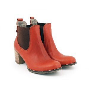 Kožené topánky hnedej farby s aplikáciou vzadu