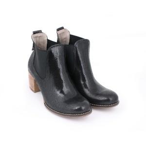 Členkové lakované kožené topánky na vysokom podpätku čiernej farby