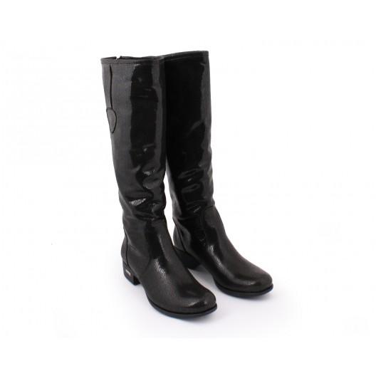 Lesklé čierne kožené dámske prechodné čižmy