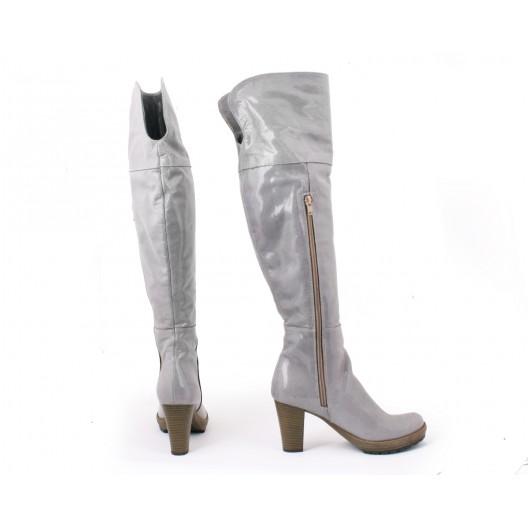 Kožené kvalitné dámske čižmy lesklej sivej farby