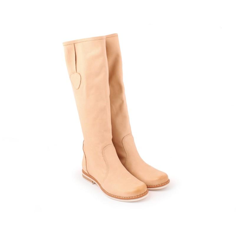 d651a459a4 Kožené dámske čižmy na nízkom podpätku béžovej farby - fashionday.eu