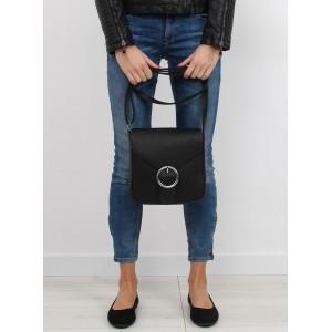 Čierna dámska crossbody kabelka čiernej farby uzamykateľná zipsom a chlopňou