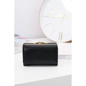 Praktická čierna peňaženka so zlatou sponou pre elegantné dámy