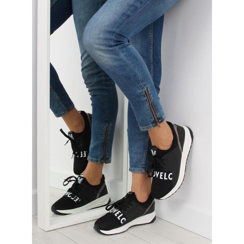 3b36530baa06 Dámske športové topánky v čiernej farbe na bielej vyvýšenej podrážke ...