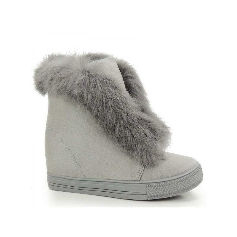c057aa6fd587 Predchádzajúci. Chlpaté dámske semišové topánky v sivej farbe na zimu ...