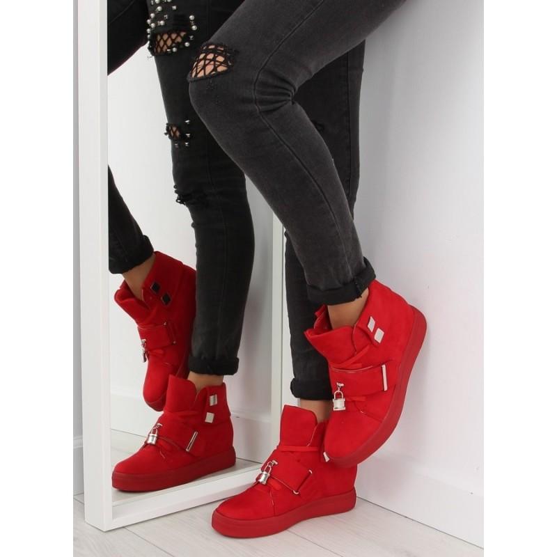 62ac828a45681 Červená dámska členková obuv s platformou a kovovými ozdobami ...