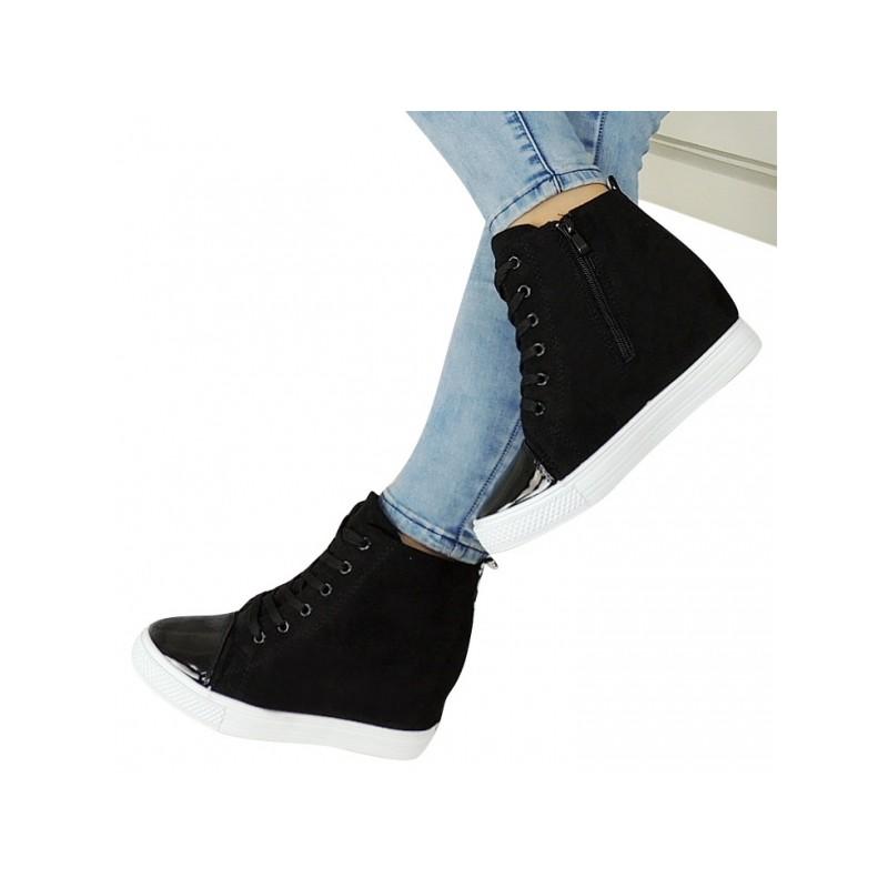 Predchádzajúci. Dámske semišové členkové topánky čiernej farby s lakovanou  špičkou ... cd4d2d3c467