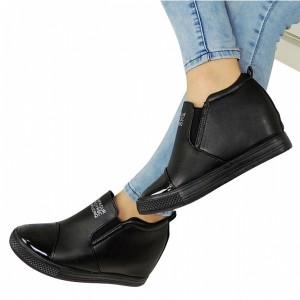 Členkové dámske topánky čiernej farby s bielym nápisom