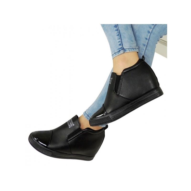 414d5d9c804bc Predchádzajúci. Členkové dámske topánky čiernej farby s bielym nápisom ...